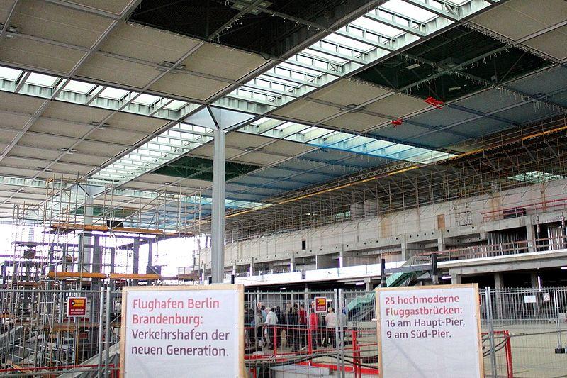 800px-BER_Terminal_innen_2011