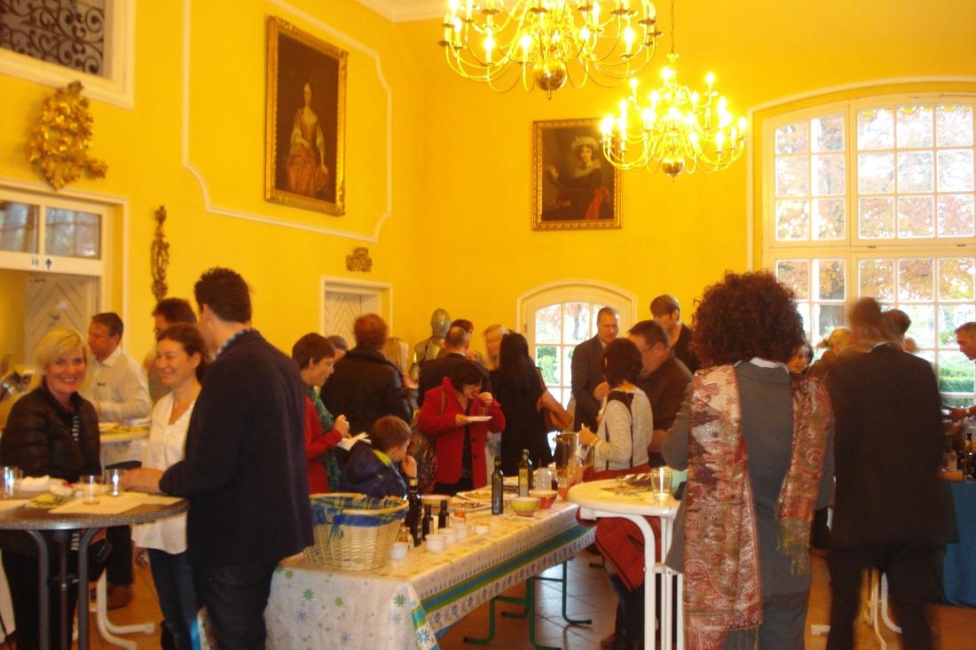 Oliven-Erntedankfest im Schloss Aufhausen: 150 Gäste.