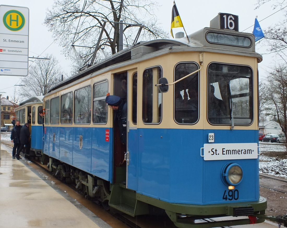 munich_tram_d-stock.jpg